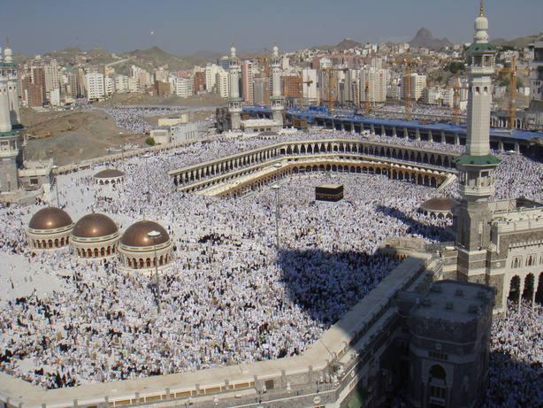 Un peregrino se suicida desde la Mezquita de La Meca y hiere a dos personas