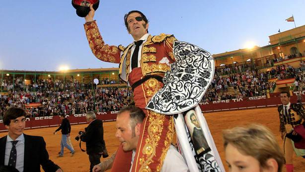 Juan José Padilla en su salida a hombros este sábado en Jerez de la Frontera