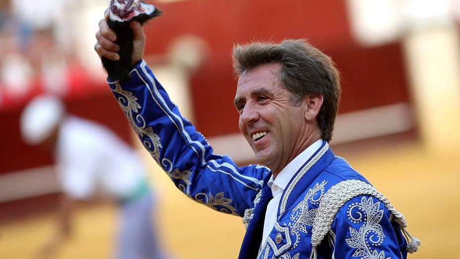 Pablo Hermoso de Mendoza con la oreja conquistada este domingo en Málaga