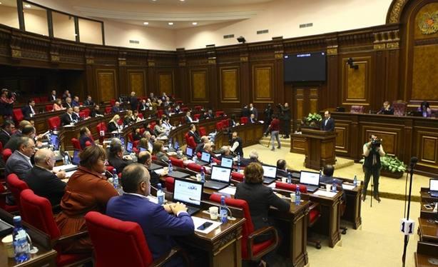 El Parlamento de Armenia rechaza reelegir a Pashinian y activa el proceso para convocar elecciones anticipadas