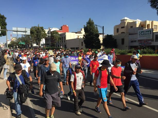 La caravana de migrantes retoma su marcha de manera dispersa