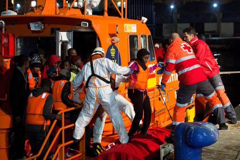 Rescatan a 48 inmigrantes llegados a Chafarinas en la segunda patera del día