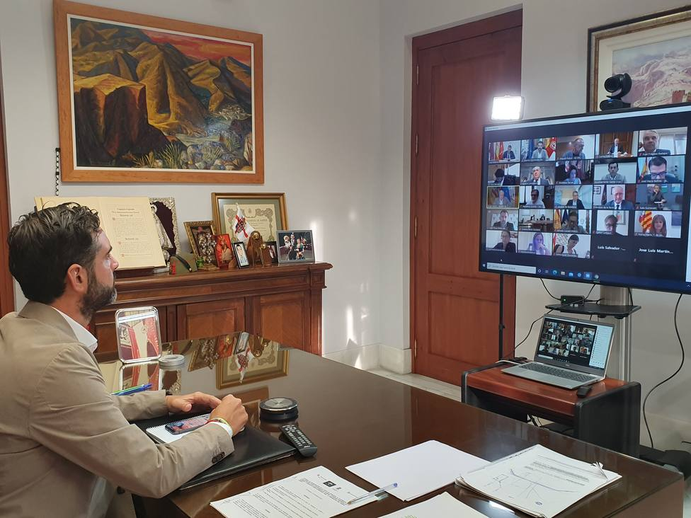 """El alcalde de Almería pide al Gobierno """"diálogo, celeridad y fondos europeos"""" para las ayudas COVID"""