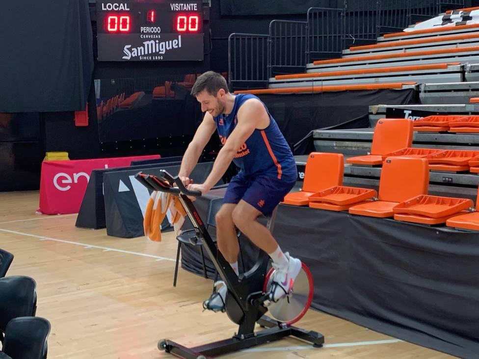 Van Rossom se ha ejercitado en solitario en un bici estática