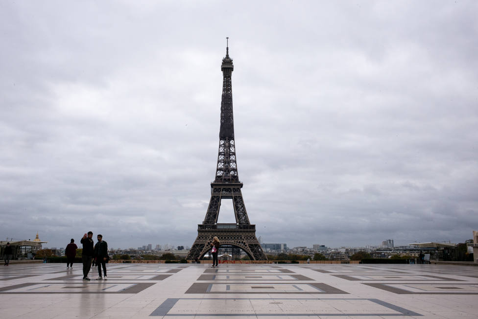 Francia reduce el número de casos diarios de covid-19 pero notifica más de 28.000 contagios