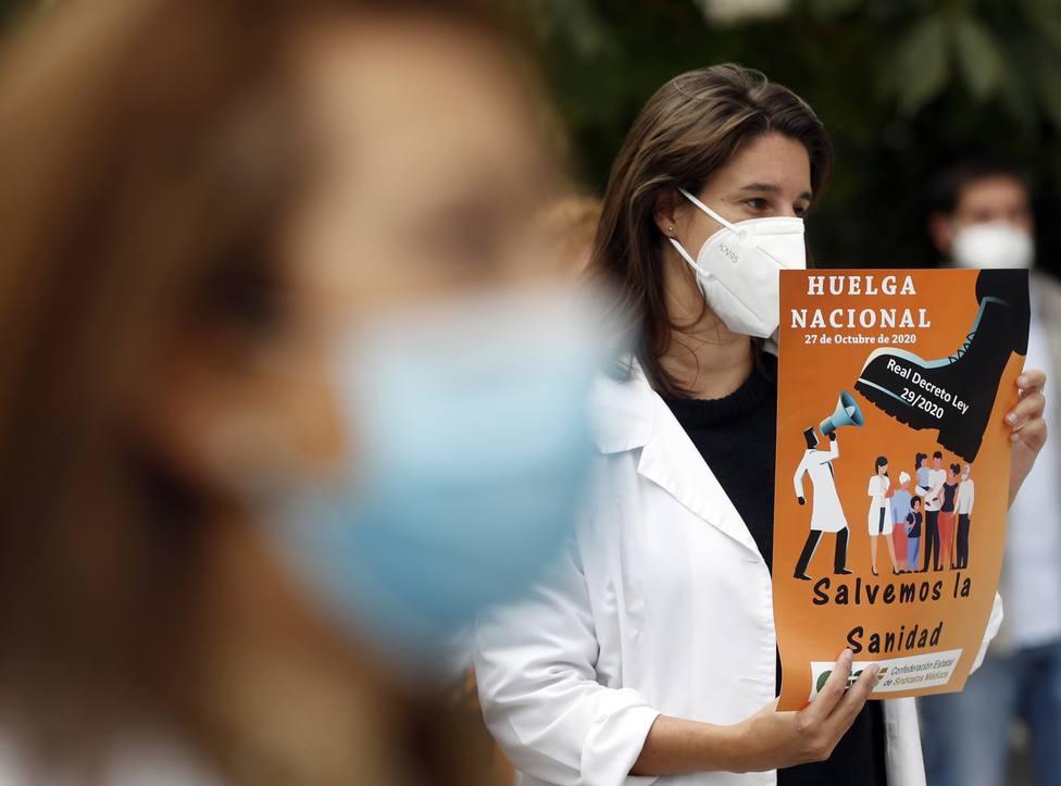 Sindicatos piden a Sanidad que les convoque para negociar sobre la situación de los sanitarios