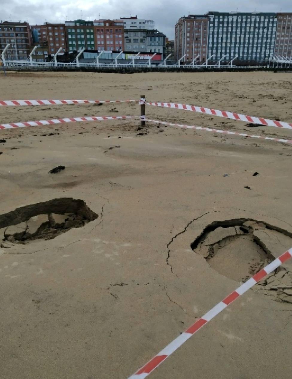 Zona de la playa de Poniente afectada por los hundimientos
