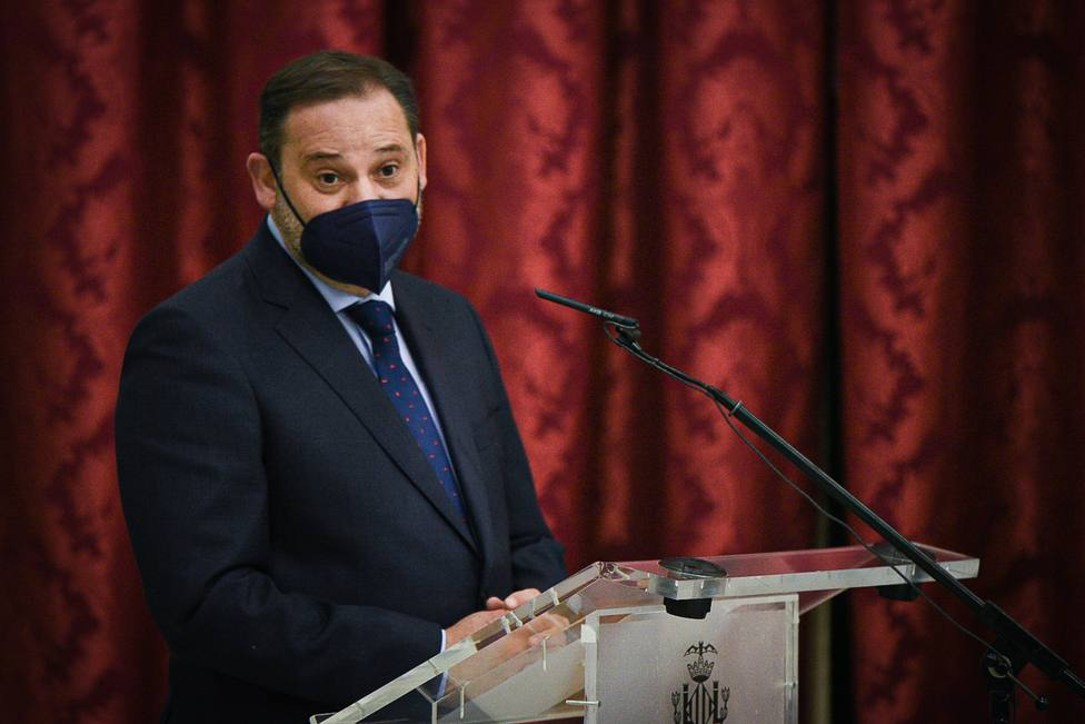 Ábalos califica como normal ver claramente las diferencias PSOE-Podemos