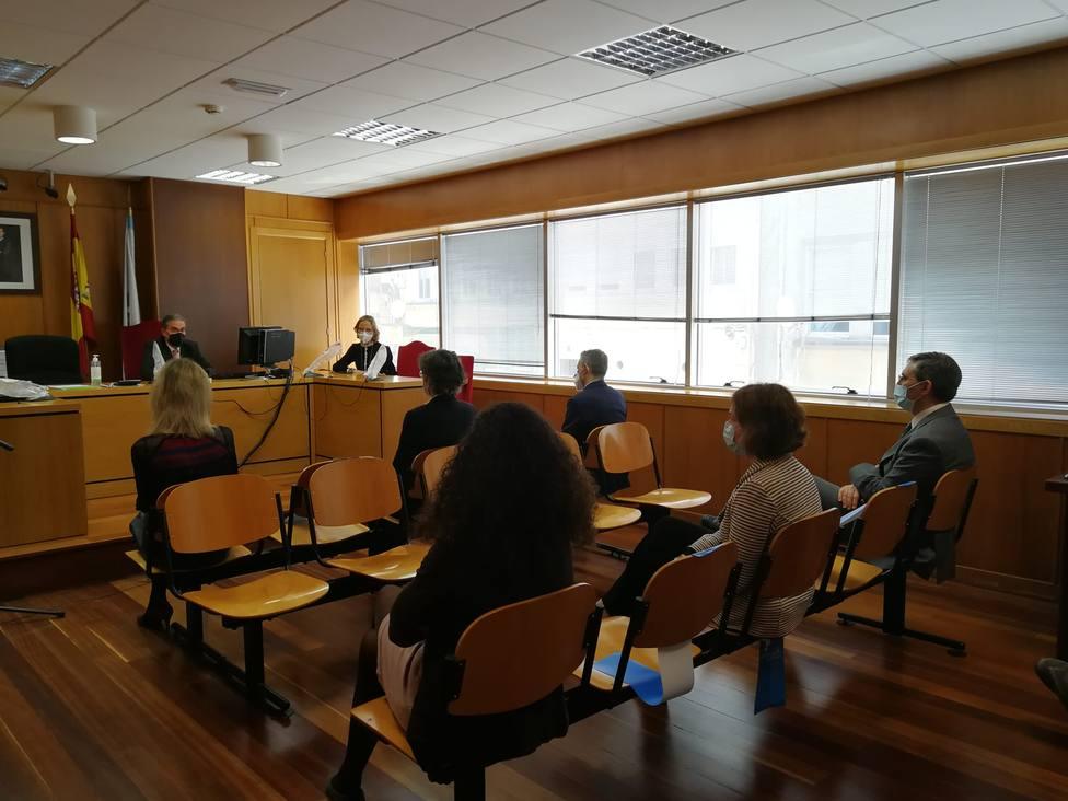 El presidente del Tribunal Superior de Xustiza de Galicia en la reunión con los jueces de Ferrol - FOTO: TSXG