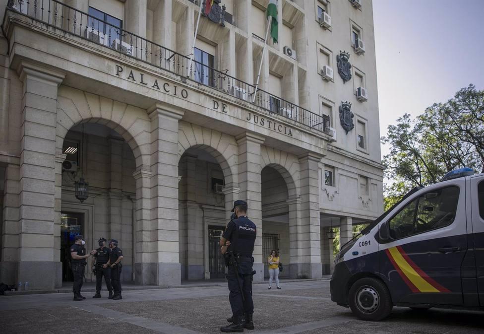 Sevilla.- Tribunales.- Condenado a dos años de cárcel por allanar la casa de su exnovia y agredirla en la cara