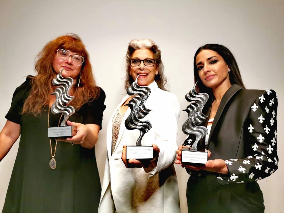 Las galardonadas Isabel Coixet, Kiti Mánver e Inma Cuesta con el palmarés | Imagen del Festival de Cine de Ali