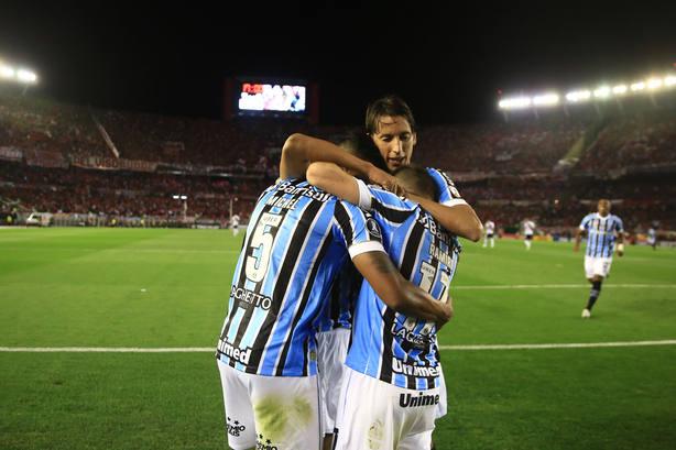 Gremio consigue un valioso triunfo ante River Plate en el Monumental ... 4fe7581ea5725