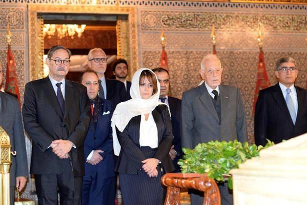 Siguen el protocolo en Marruecos pero no en El Vaticano