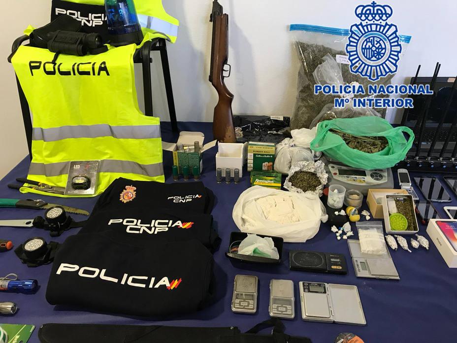Desarticulan grupo criminal cuyos miembros, aparentando ser policías, asaltaban viviendas de otros traficantes