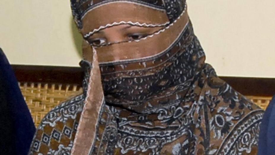 Las autoridades embarcan a la mujer de 48 años en un avión del que se desconoce su destino