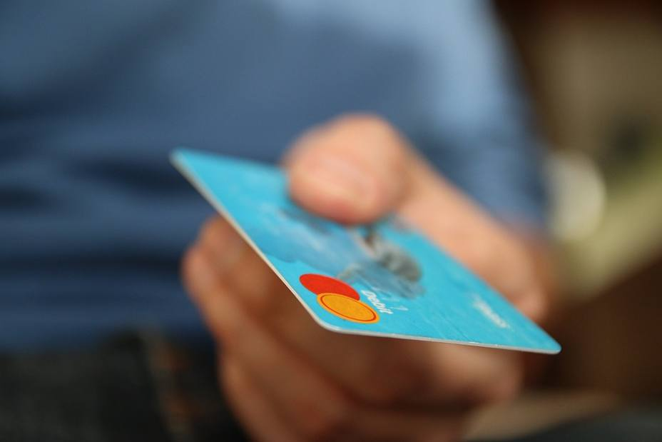 La estafa del cero de más al pago con tarjeta