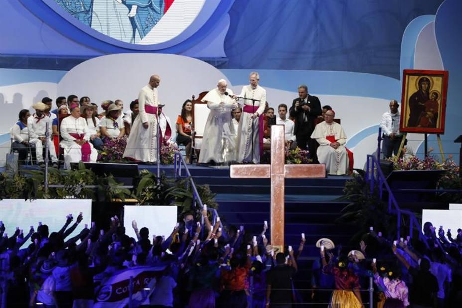 El Papa aborda los dolores de los jóvenes latinoamericanos en el Vía Crucis