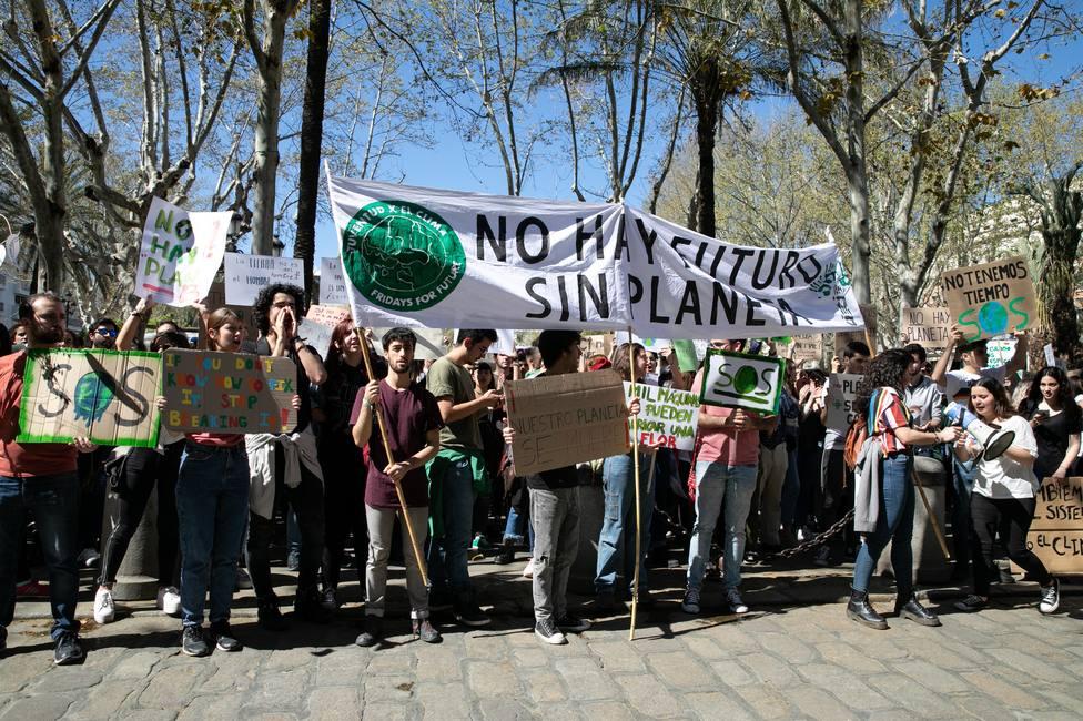 Más de 2.000 andaluces se manifiestan para exigir medidas urgentes contra el cambio climático
