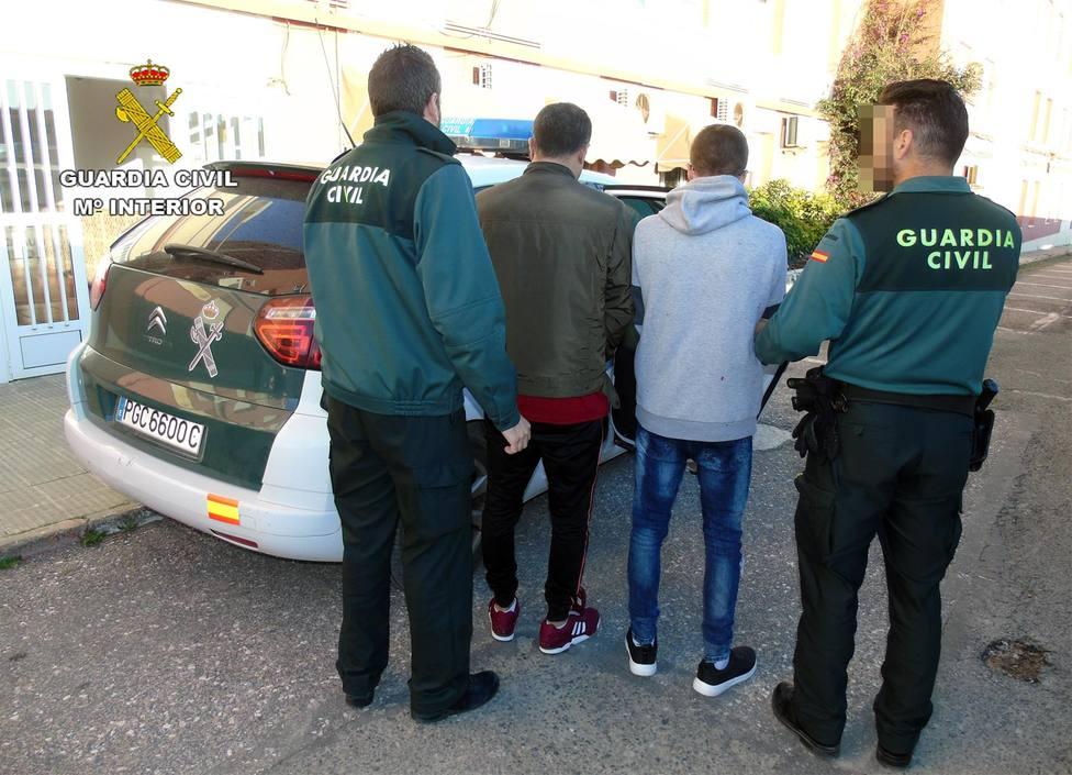 La Guardia Civil detiene a dos jóvenes por robar en catorce viviendas en La Manga