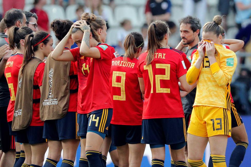 Las jugadoras españolas, desoladas tras la eliminación del Mundial. (Efe)