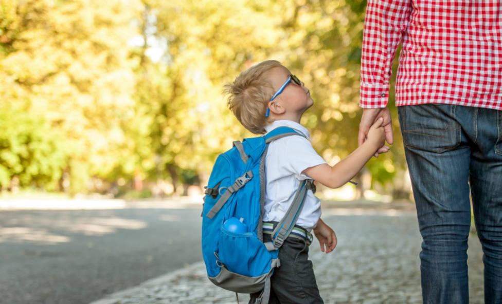 Practicar deporte en familia, clave para evitar los dolores de espalda de los niños