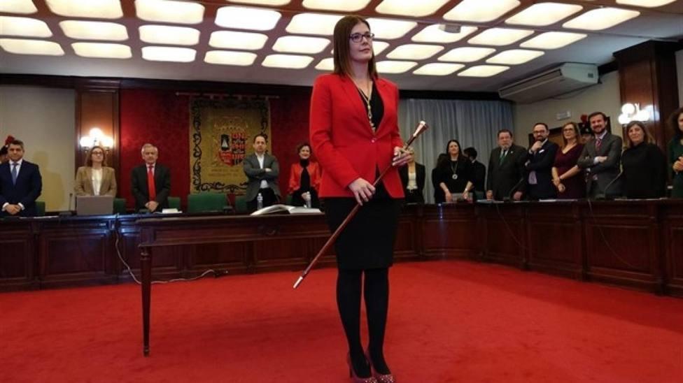 La alcaldesa de Móstoles cede a la presión y destituye a su hermana como responsable de redes