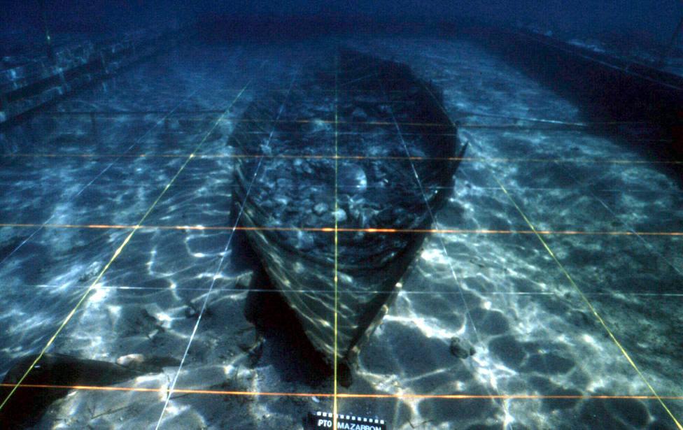 Hoy se decide el destino del Mazarrón II, el barco fenicio descubierto hace 20 años en la bahía murciana