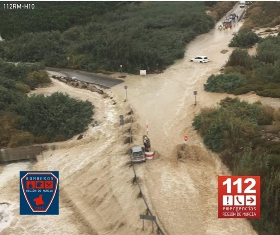Evacuadas 80 personas del barrio de Las Casas Baratas en Blanca por riesgo de inundación de esas viviendas