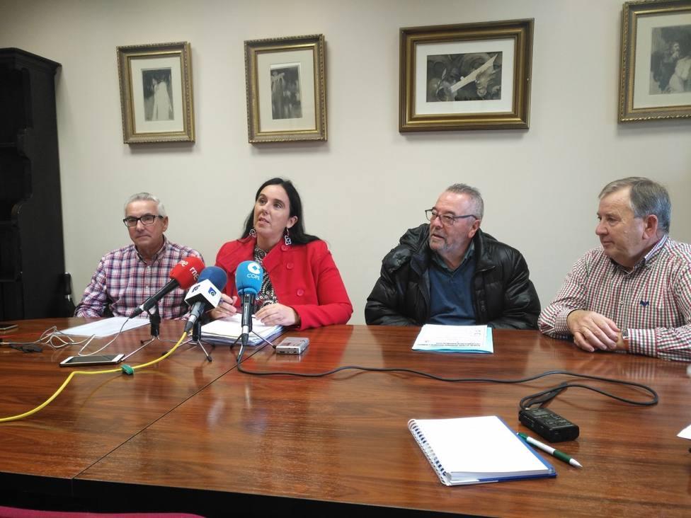 Representantes de las asociaciones de Vecinos con la edil de Benestar Social, Eva Martínez
