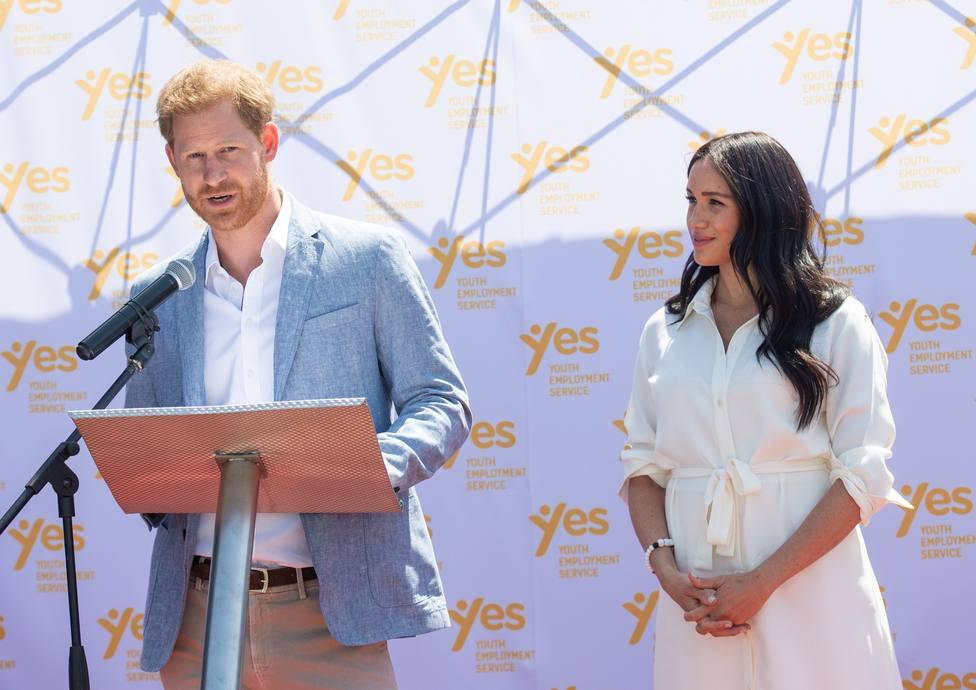 El Príncipe Harry y Meghan Markle se apartan del primer plano en la Familia Real británica
