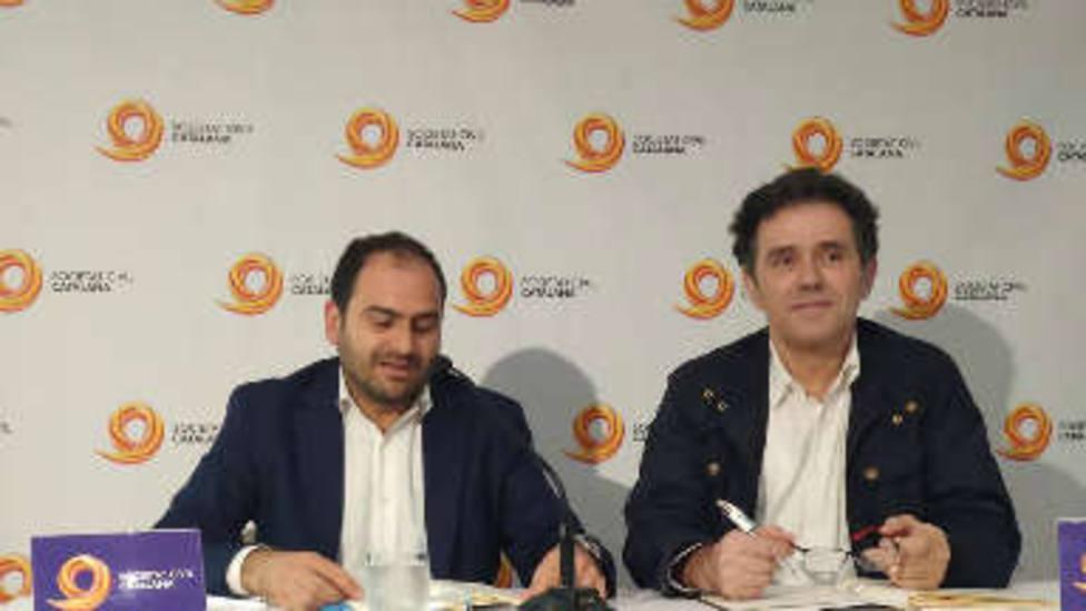 El médico Àlex Ramos junto a Fernando Sánchez Costa de SCC