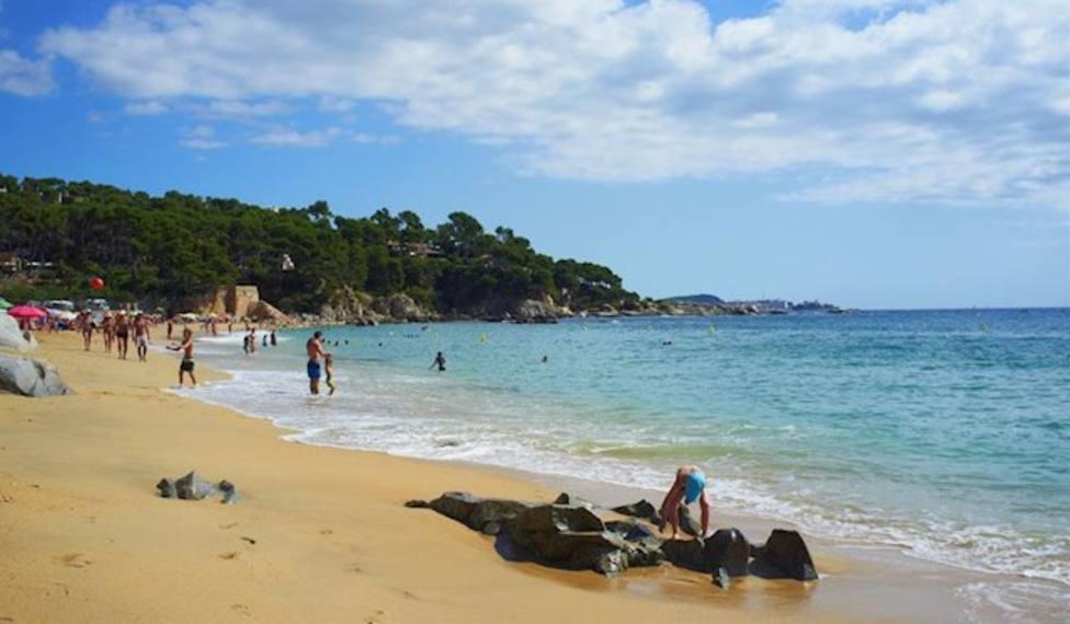 La Guardia Civil y los Mossos investigan la muerte de un niño en la playa La Punta de Roses (Girona)