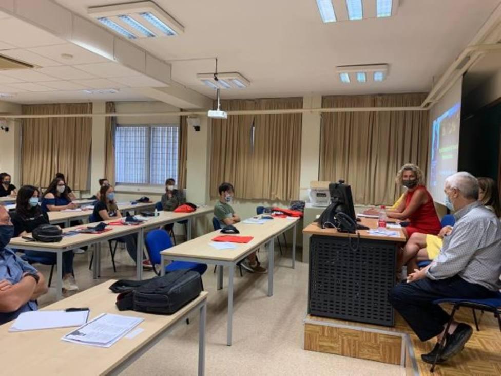 Una treintena de estudiantes analiza en un curso del Ayuntamiento y Unimar la gestión sostenible de la huerta