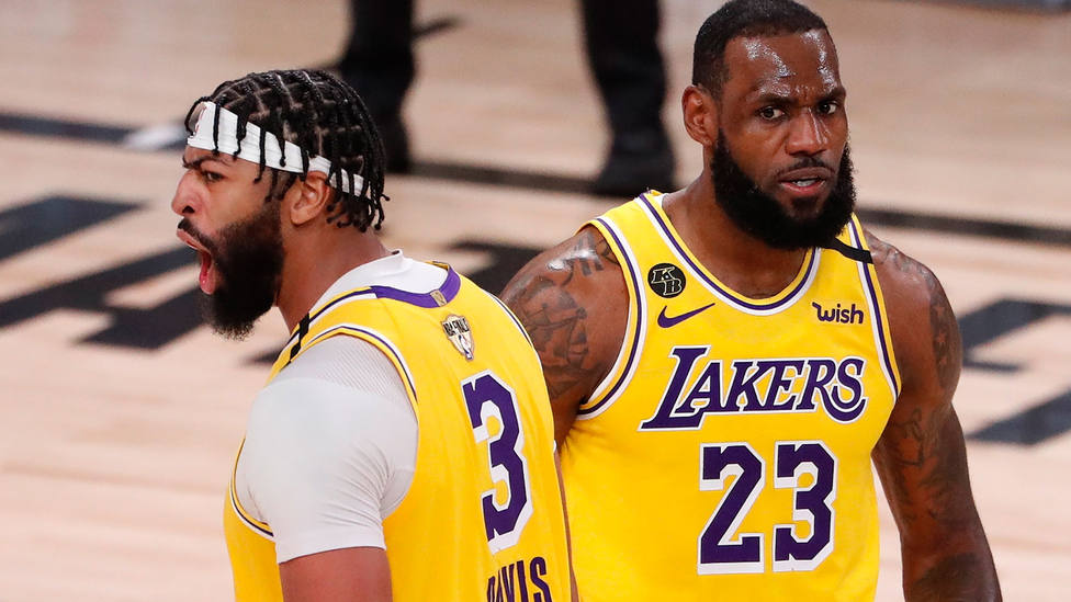 Lebron James y Anthony Davis, en el primer partido de la final de la NBA. EFE