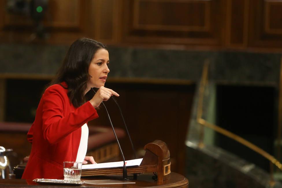 Arrimadas le pide a Sánchez que aclare si va a aprobar los Presupuestos con Ciudadanos o con ERC y Bildu