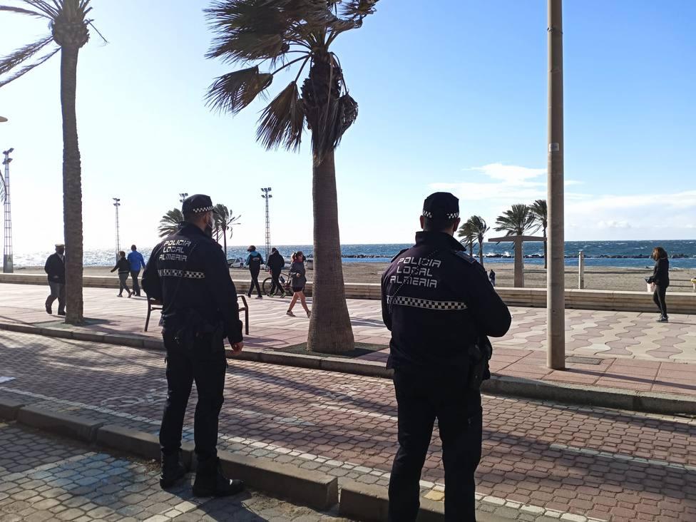 La Policía Local de Almería intensificará la vigilancia antiCOVID durante este fin de semana festivo