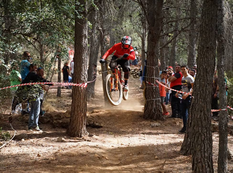 Antonio José Cardona Barbero se proclama campeón de Andalucía promesa de mountain bike