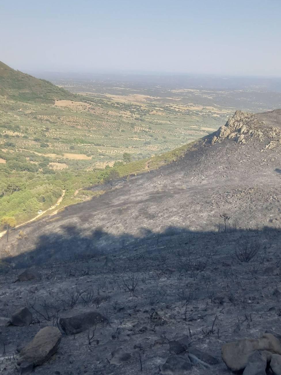 Imagen del flanco derecho del incendio.