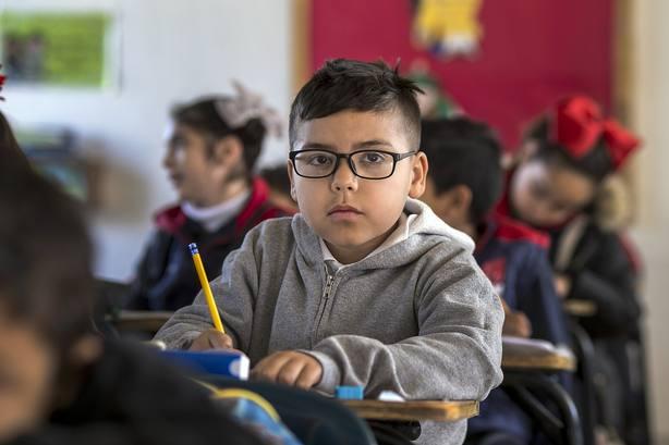 Niño en clase
