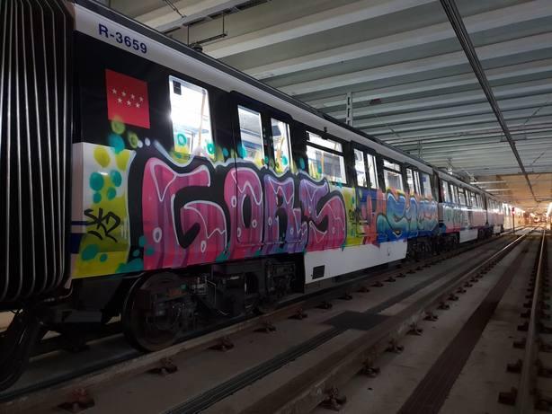 Grafiteros vuelven a pintar trenes de Metro de Madrid, esta vez en la estación de Las Rosas