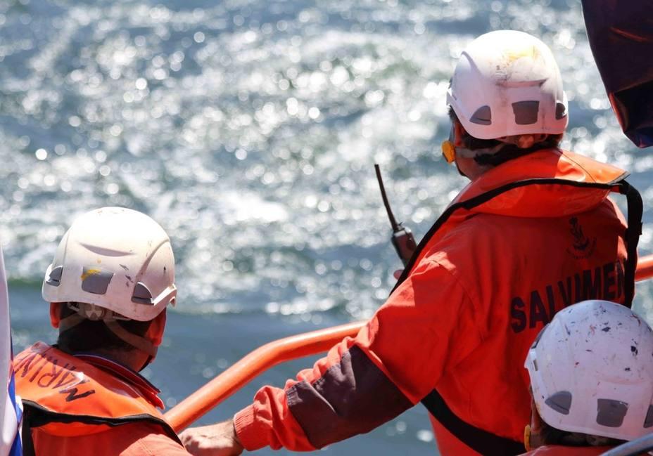 Rescatados 11 inmigrantes de una patera que navegaba en aguas del Estrecho