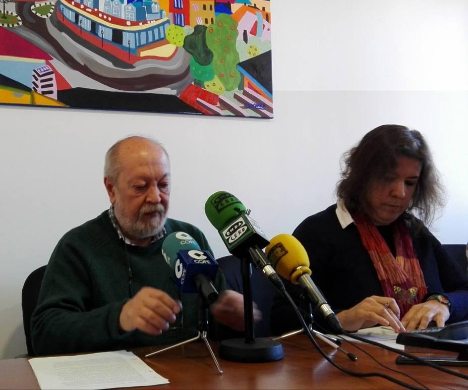 El alcalde y la edil de Recursos Humanos, durante la comparecencia
