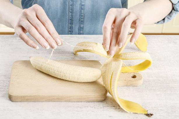 Resultado de imagen para Por qué nunca se deben quitar las hebras de los plátanos