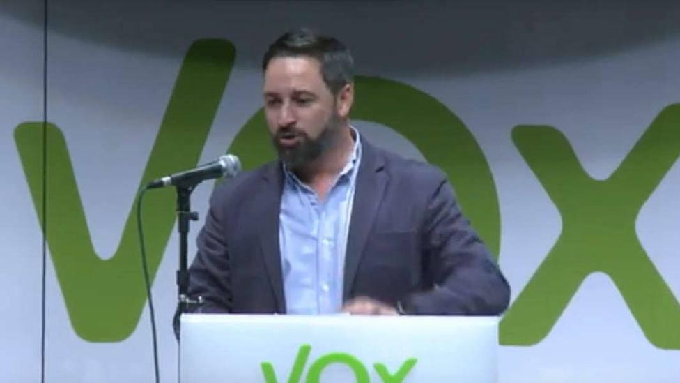 Abascal avisa de que Vox no será muleta despreciada de PP y Cs: Han demostrado en Andalucía que tienen miedo