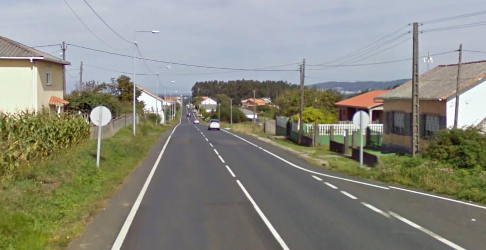 Carretera AC-116 a su paso por O Val, en Narón