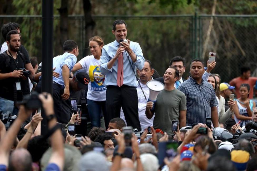 Los venezolanos se manifiestan para exigir la restauración del servicio eléctrico