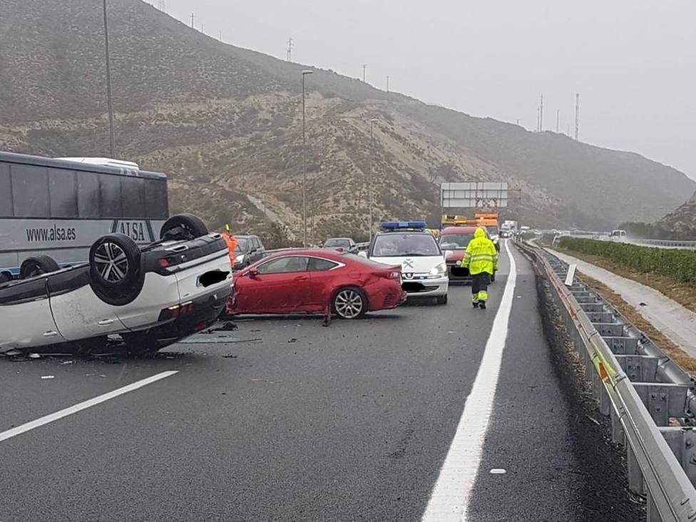 El temporal de Alicante provoca accidentes de vehículos en Orihuela, Novelda y San Vicente del Raspeig