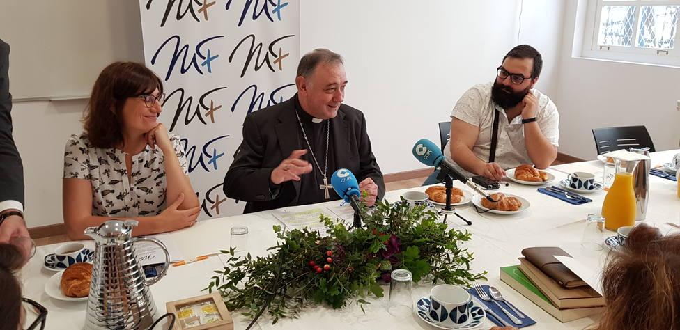 El Obispo, Don Luis Ángel de las Heras, y la coordinadora general de Cáritas en la Diócesis, Laura Pazo