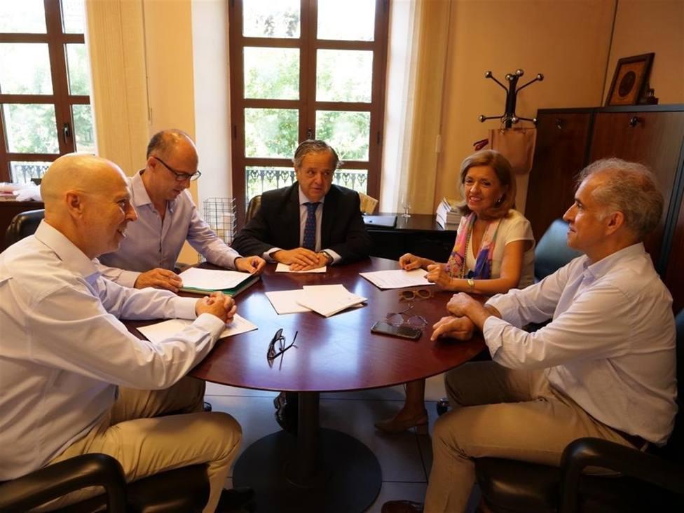 La Junta y Urbanismo coordinan posibles necesidades en infraestructuras sanitarias en la capital