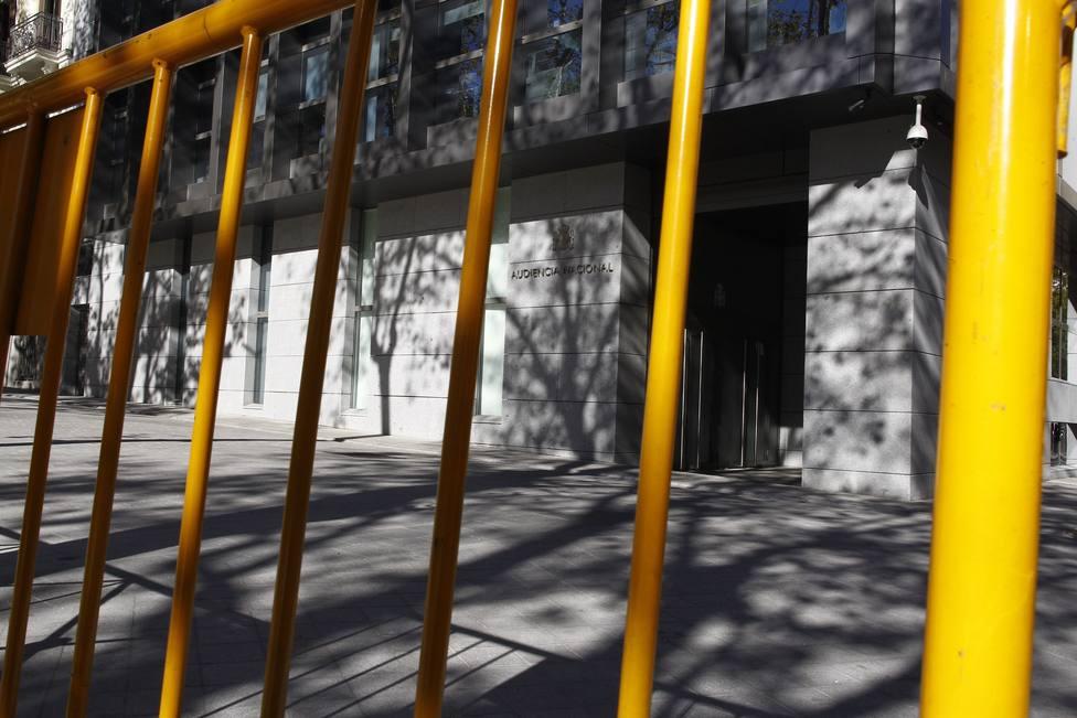 AVT pide al juez investigar si herriko tabernas de Hernani y Oñate repartieron el material para los homenajes a etarras